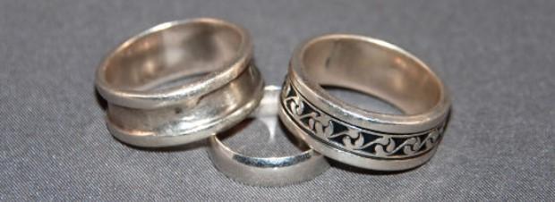 How Do You Choose A Mens Wedding Ring?